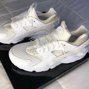 Nike huaraches NWB